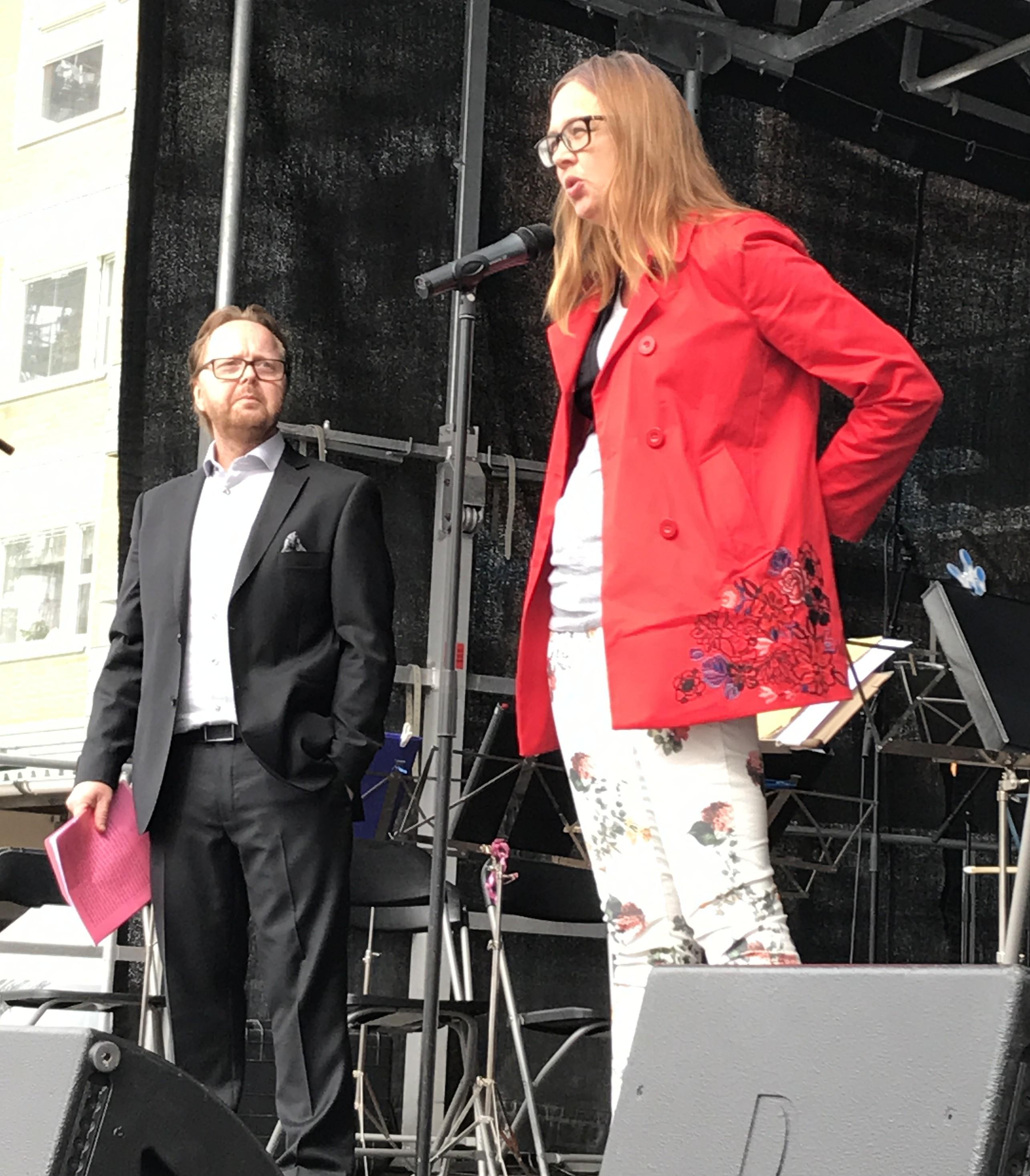 Anna Furumark, talar om kampen för mänskliga rättigheter